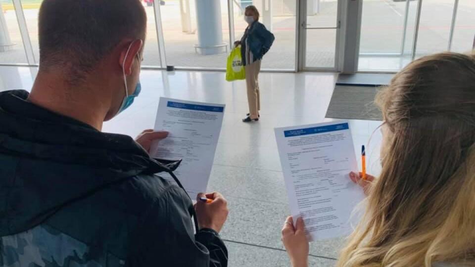До 1 липня запустять ковідні сертифікати, аби українці могли вільно подорожувати