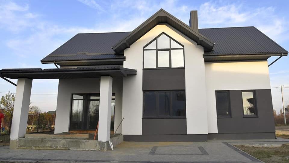 Продають будинок в Боратині. Є власна ділянка, гараж і 5 кімнат