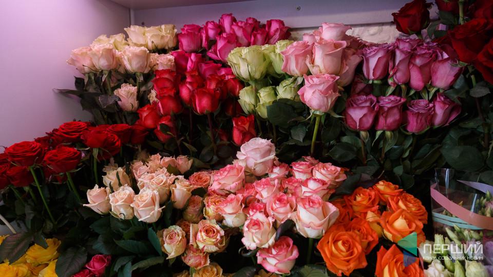 Як до Луцька привозять квіти з Еквадору і Колумбії
