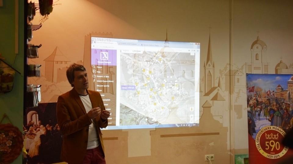 У Луцьку зробили унікальну карту міста з історичними фото і воєнним аерознімком. ФОТО