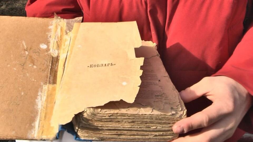 Сім'я лучан зберігає «Кобзар», якому понад 100 років