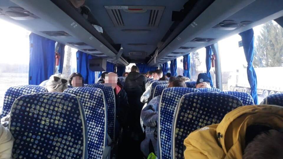 35 підробних довідок про ПЛР в автобусі. На волинському кордоні спинили білорусів