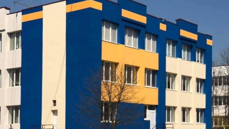 У луцькій школі № 25 відремонтували фасад. Як змінилася будівля