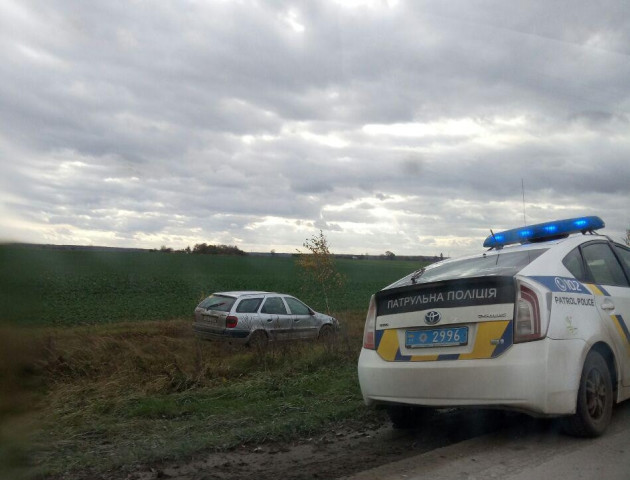 ДТП на Волині: авто злетіло з дороги і перевернулося