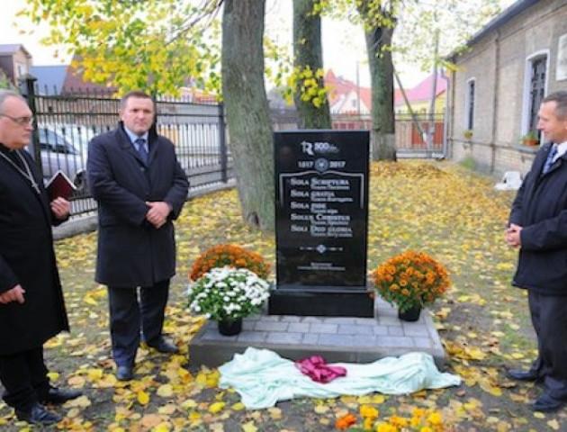 У Луцьку встановили пам'ятник з нагоди 500-річчя Реформації