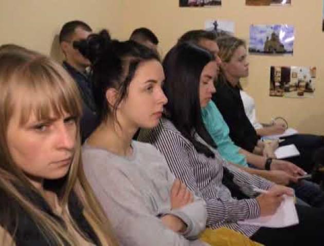 Підгайці проти об'єднання, чергова сесії ради та жовто-синій прапор - головні новини дня у Луцьку