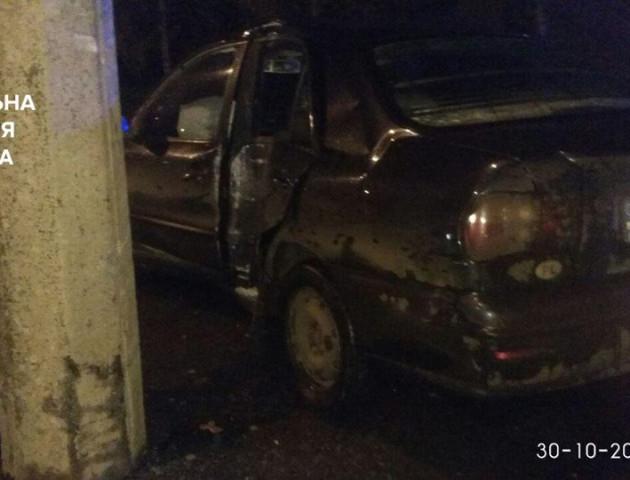 Неповнолітнього водія, який збив електроопору у Луцьку, шпиталізували до реанімації