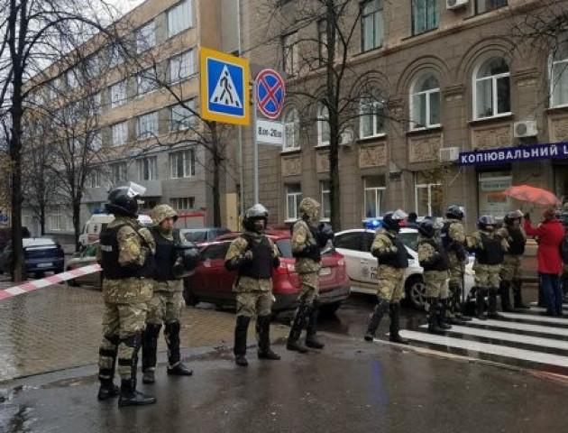 Поки у Харкові проводять обшуки, НАБУ і САП затримали Олександра Авакова і Сергія Чеботаря