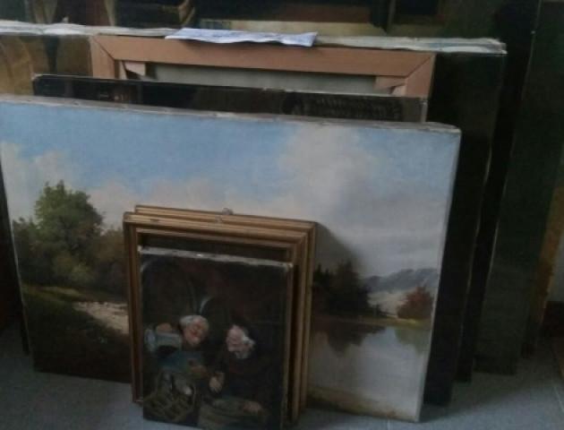 Волинянин намагався перевезти через Ягодин старовинні картини