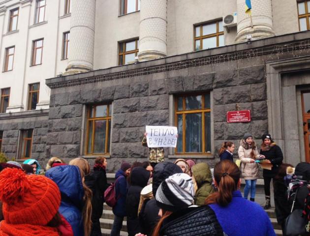 Студенти найбільшого вишу Волині страйкували через холодні приміщення