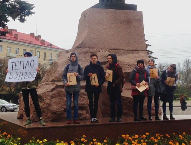 Студентам-мітингарям поскаржилися на амнезію, але тепло з'явилось