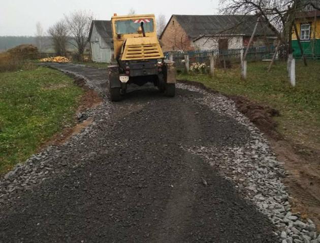 Через два роки на Маневиччині усі дороги матимуть тверде покриття