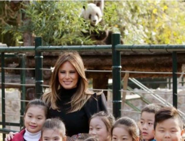 Панда «зіпсувала» фото дружини американського президента