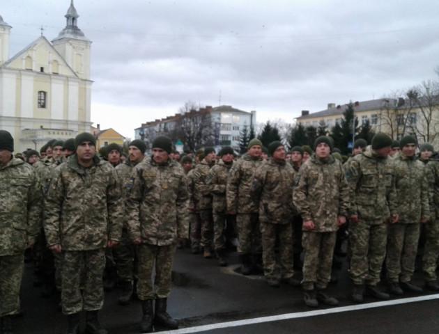У Володимирі-Волинському зустрічають військових 14-ої бригади. ФОТО