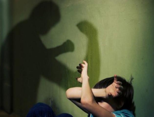У Луцьку чоловік побив власну доньку за погано вивчені уроки. ФОТО