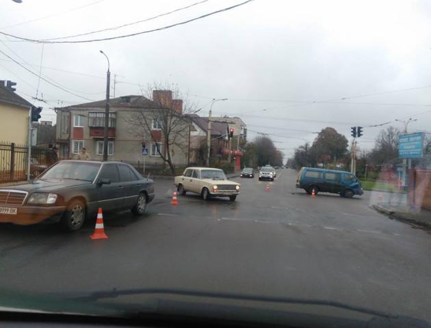 У Луцьку легковик та мікроавтобус спричинили ДТП