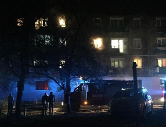 У Нововолинську загорівся багатоповерховий будинок