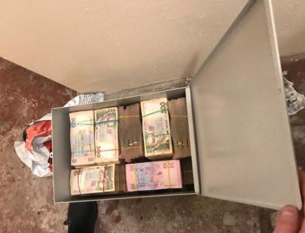 У Києві накрили роботу «центру мінімізації митних платежів» з сейфом з кількома рівнями захисту