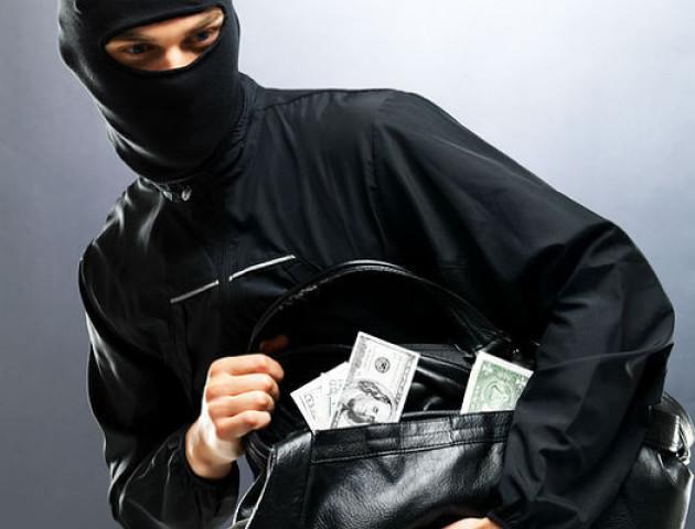 ПриватБанк оголосив винагороду за упіймання грабіжників Асканійського відділення на Херсонщині