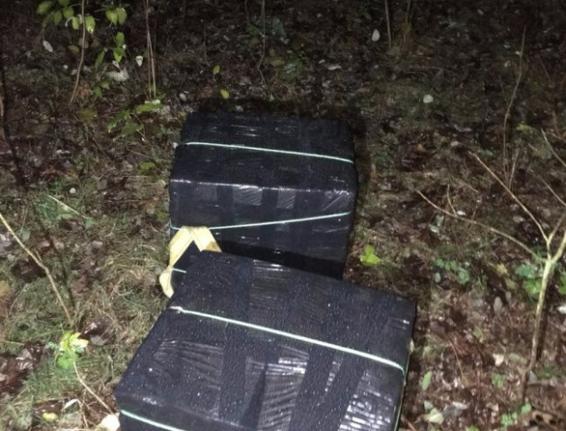 Неповнолітні волиняни намагалися перевезти через кордон ящики сигарет