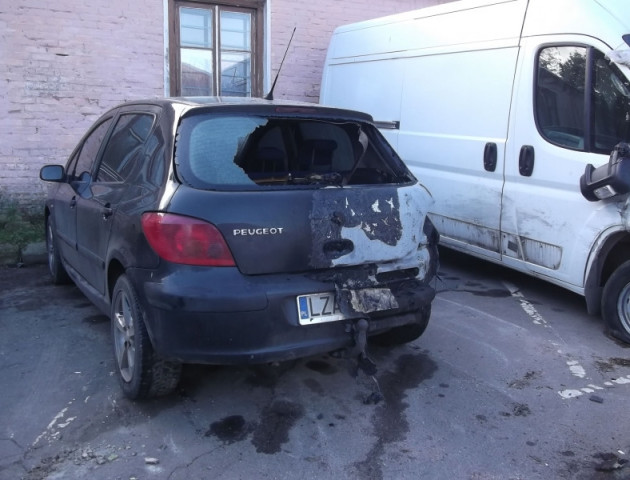 У центрі Нововолинська спалили авто на польських номерах