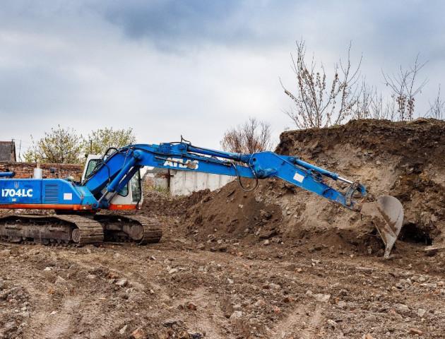 Що потрібно знати, перш ніж копати котлован під будинок, ставок чи басейн
