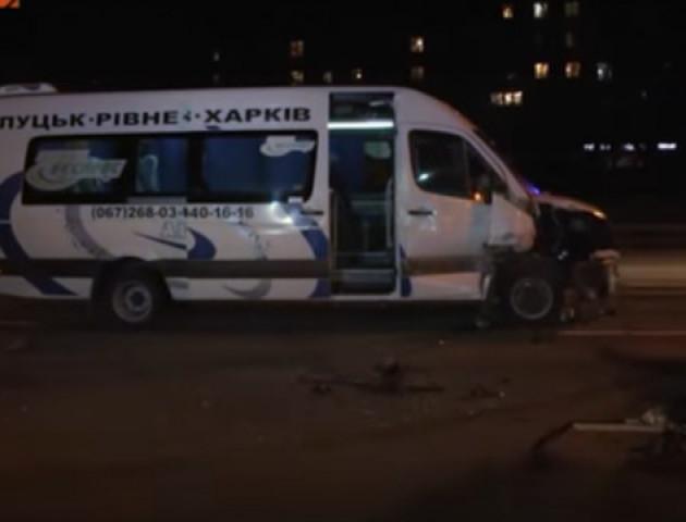 Маршрутка з Луцька до Харкова втрапила у ДТП у столиці. ВІДЕО