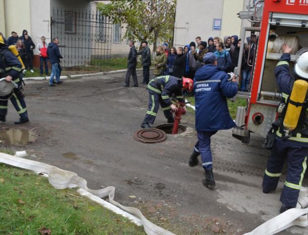У Луцьку пожежники евакуювали студентів ЛНТУ