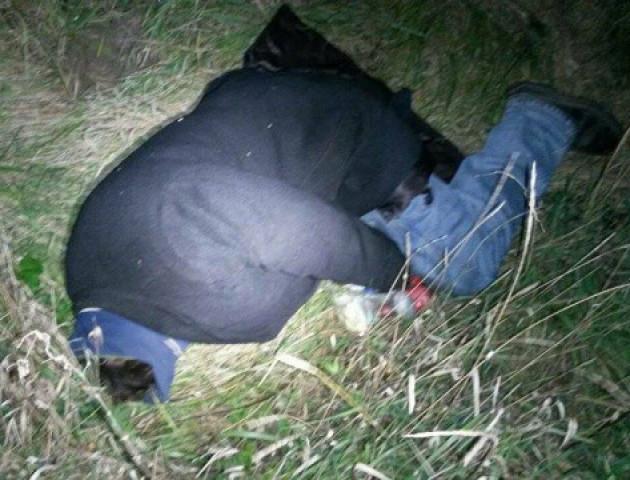 Міцно спав та майже замерз: у Луцьку біля колії знайшли п'яного «киянина»