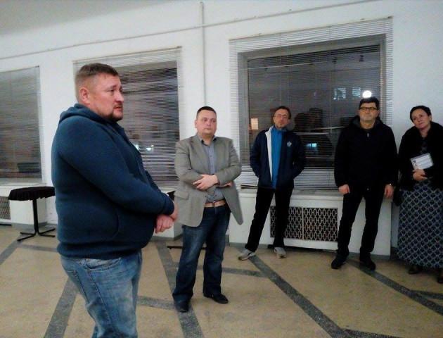 Як у Луцьку волонтер Юрій Тир презентував дебютну книгу. ФОТО