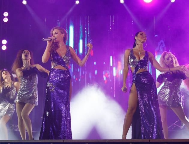 Сексуальні «НеАнгели» у Луцьку розважали публіку відомими хітами. ФОТОРЕПОРТАЖ