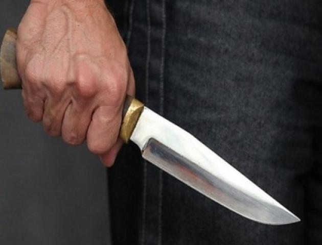 У Луцьку чоловік порізав ножем свою співмешканку
