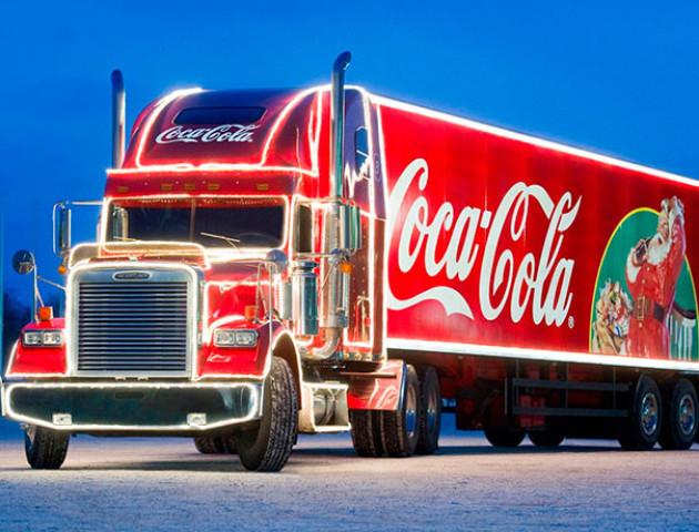 «Greenpeace» показала «темний бік» новорічної реклами Coca-Cola. ВІДЕО