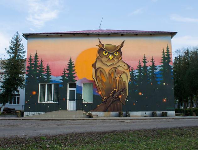 Художник створив мурал на стіні волинської школи
