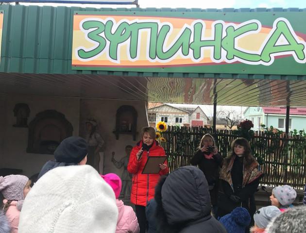 У селі під Луцьком відкрили «смачну» зупинку. ФОТО