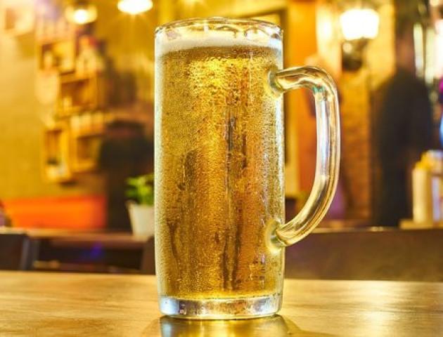 Медики розповіли, як не п'яніти від алкоголю під час застілля