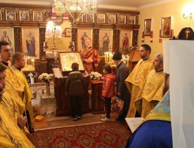 До Луцька привезли ікону Богородиці «Всецариця»