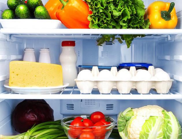 Чому не можна зберігати яйця на бокових дверцятах холодильника