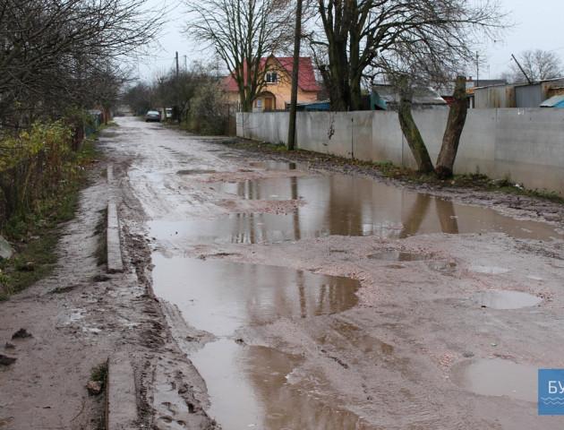 Болото замість вулиць: в Іваничах скаржаться на жахливі дороги