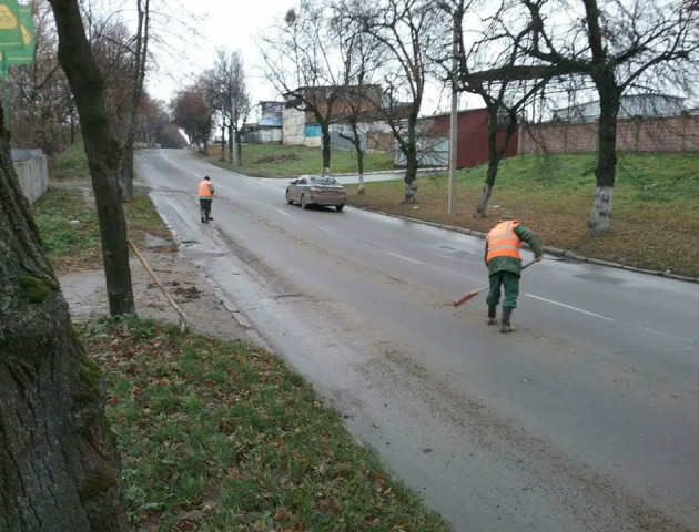Муніципали зобов'язали будівельників прибрати за собою бруд на вулиці Глушець