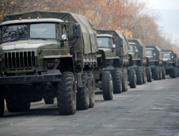 В Луганськ зайшла велика колона військової техніки