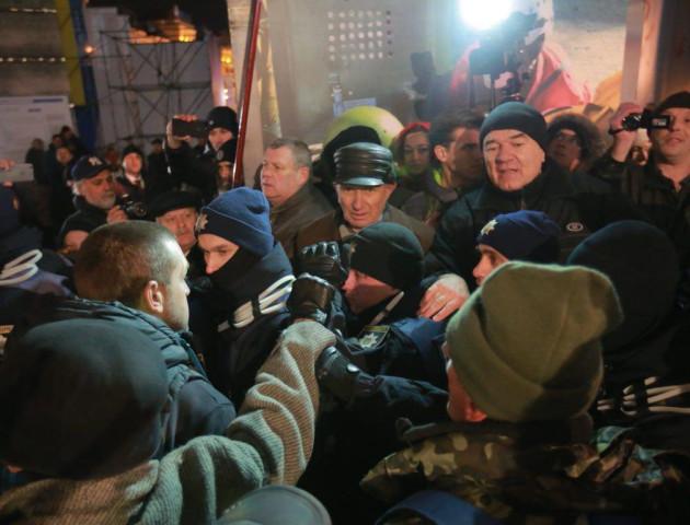 На Майдані активісти побилися з поліцією