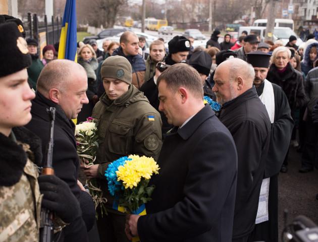 Як у Луцьку відбулося відкриття пам'ятної дошки страченим воякам УПА. ФОТОРЕПОТАЖ