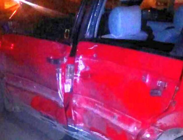 У Луцьку мотоцикліст з пасажиркою врізався в автомобіль. ФОТО