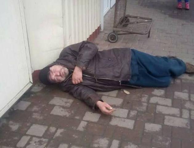 Непритомного чоловіка у Луцьку повезли «відкачувати» у наркодиспансер