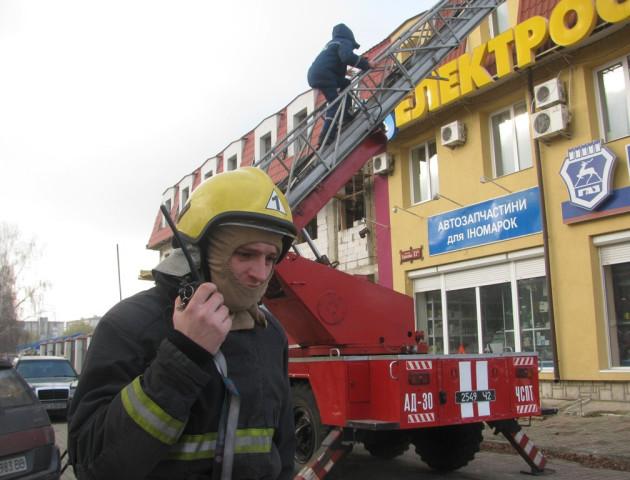 З'явилися подробиці задимлення офісної будівлі у Луцьку. ФОТО. ВІДЕО