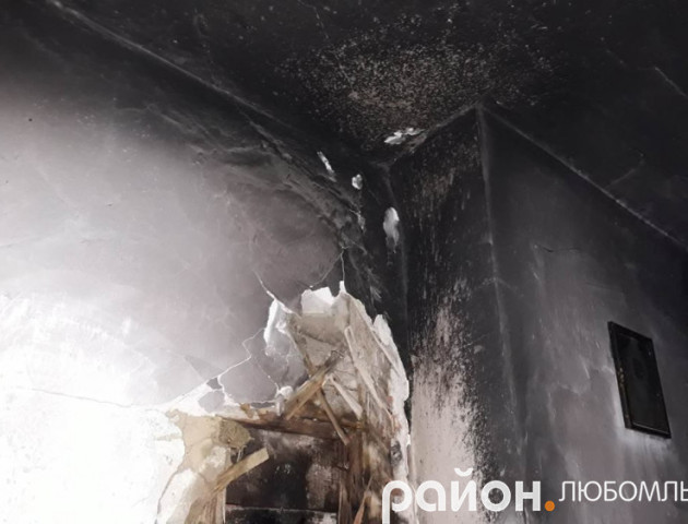 На Волині через несправність опалювальної печі горів будинок. ФОТО