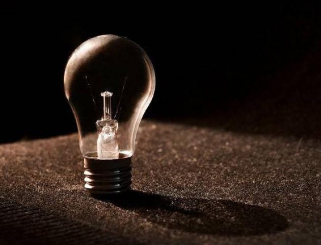 Цілий квартал волинського селища сидить без електрики