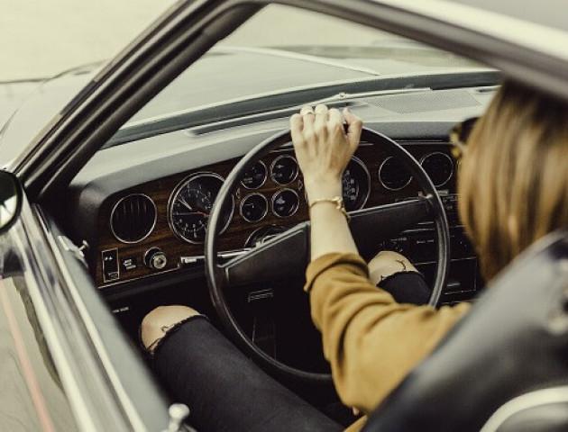 Дівчина вкрала автомобіль хлопця, щоб послухати музику