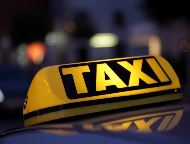 У Луцьку таксист в'їхав в паркан і втік з місця події